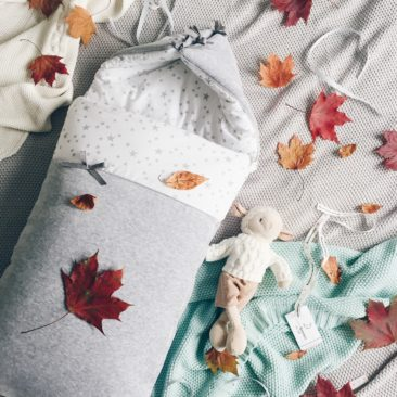 """<a href=""""http://colorstories.pl/kategoria-produktu/kocyki/http://colorstories.pl/kategoria-produktu/rozki-i-spiworki/"""">Śpiworek niemowlęcy MilkyWay White</a>"""