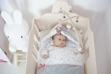 """<a href=""""https://colorstories.pl/kategoria-produktu/kocyki/https://colorstories.pl/kategoria-produktu/rozki-i-spiworki/"""">Śpiworek niemowlęcy MilkyWay Peach</a>"""